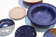 The new collection of plates by the Polish designer Koziara, based in Milan, is realized in the historical pottery Manufaktura in Bolesławiec which is now renovating its production. Tile Patterns, Polish, Pottery, Plates, Ceramics, Tableware, Tiles, News, Design