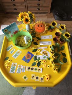Sunflowers and bees tuff tray Eyfs Activities, Spring Activities, Sensory Bins, Sensory Play, Tuff Tray Ideas Toddlers, Treasure Basket, Tuff Spot, Eyfs Classroom, Continuous Provision