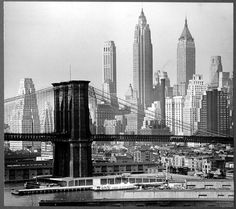 New-York 1940 - Downtown Manhattan, Brooklyn Bridge, East River.