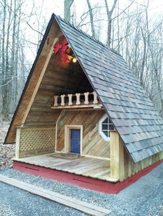 Relaxshacks.com: A giant doghouse - scale up as fort - use clear panels for roof.