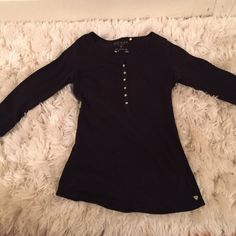 Black guess 3 quarter sleeve top. Also have available a pink purple and blue one identical and will bundle with discount if interested in all 4 Guess Tops