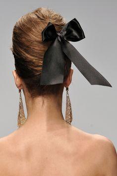 not ordinary fashion: add that bow Dali, Photography Tattoo, Light Ombre, Black Hair Bows, Beauty Makeup, Hair Makeup, Hair Ribbons, Beautiful Long Hair, Stylish Girl