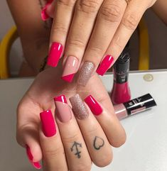Happy + Optimistic and the pink crystal . Aycrlic Nails, Bling Nails, Swag Nails, Hair And Nails, Stylish Nails, Trendy Nails, Cute Acrylic Nails, Cute Nails, Pearl Nails