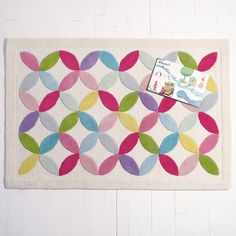 Remember playing with kaleidoscopes when you were small? This beautiful rug is equally full of gorgeous colours