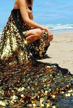TatiTati Style ✬ Like No Other: Black and Gold Glitter Make Up, Dress Up, Gold Dress, Sequin Dress, Glitter Dress, Image Mode, Or Noir, Mode Chic, Glitz And Glam