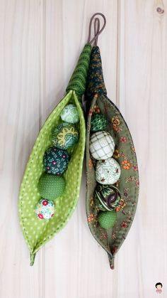 Felt Crafts Diy, Diy And Crafts Sewing, Sewing Art, Sewing Dolls, Macrame Bracelet Diy, Festive Crafts, Textiles, Macrame Patterns, Fabric Jewelry
