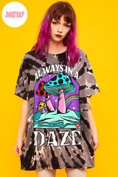 Dope Shirt, Bleach Tie Dye, Feminine Style, Feminine Fashion, Painted Jeans, Japanese Street Fashion, Boyfriend Tee, Colourful Outfits, Aesthetic Clothes