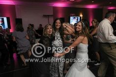 Moment Share - Online Photo Gallery for Professional Event and Wedding Photographers
