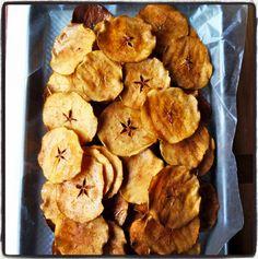 Hoy compartimos con todos vosotros cómo hacerchips de manzana. Son unos chips de manzanacrujientes y dulces que harán las delicias de pequeños y mayores.