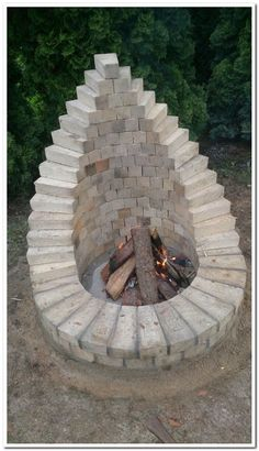Amazing low budget build your own backyard fire pit only on da . Amazing low-budget build your own backyard fire pit only on Dandj Home Design - build Th. Cheap Fire Pit, Diy Fire Pit, Fire Pit Backyard, Backyard Patio, Backyard Landscaping, Small Fire Pit, Florida Landscaping, Cool Fire Pits, Landscaping For Small Yards