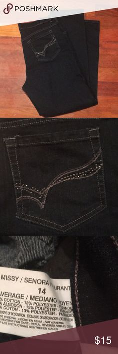 """Gloria Vanderbilt  """"Amanda"""" style jeans size 14. Dark wash with embellishments on pockets. EUC. They have good stretch to them. 30% off bundles of 2 or more listings from my closet😊 Gloria Vanderbilt Jeans Straight Leg"""
