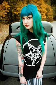 The hair color is excellent! Nice blue to green fade.