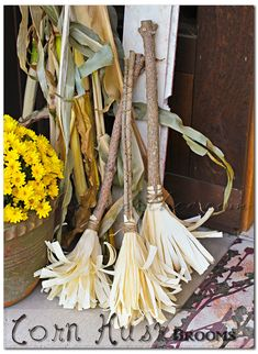 DIY Corn Husk Brooms for a fall decoration! So cute!