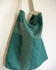Marvelous Make a Hobo Bag Ideas. All Time Favorite Make a Hobo Bag Ideas. Sashiko Embroidery, Japanese Embroidery, Couture Cuir, Boro Stitching, Textiles, Craft Bags, Linen Bag, Running Stitch, Denim Bag