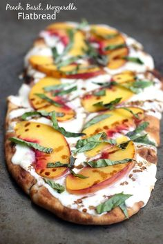 This Peach, Basil, Mozzarella Flatbread is made with fresh ingredients, drizzled with a honey balsamic reduction, and baked in the oven - pizza Colliflower Recipes, Italian Recipes, Appetizer Recipes, Vegetarian Recipes, Cooking Recipes, Healthy Recipes, Recipies, Peach Appetizer, Cuban Recipes