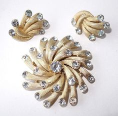 Beautiful CROWN TRIFARI Alfred Philippe Rhinestone & Gold Tone Starburst Fireworks Brooch Pin Clip Earrings Demi Parure ~ Vintage Signed