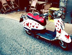 Wearing your heart on your vespa Lambretta Scooter, Vespa Scooters, Camper Boat, Motor Scooters, Bike Wheel, Cute Cars, Fast Cars, Motorbikes, Baby Car Seats