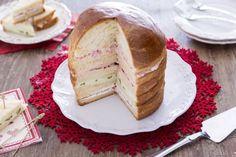 Il panettone gastronomico è un antipasto maestoso e saporito perfetto per arricchire la tavola natalizia.