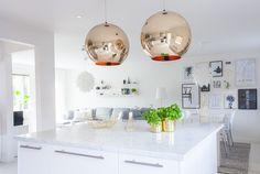 #kitchen #livingroom #kitchenisland #carrara #marble #carraramarble #brass #stringpocket #normanncopenhagen