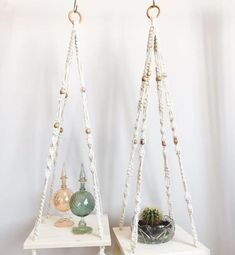 How to Plant Potted Flowers Outdoors in the Soil : Garden Space – Top Soop Macrame Art, Macrame Design, Macrame Knots, Macrame Plant Hangers, Ideas Bonitas, Flower Pots, Projects To Try, Weaving, Crystals