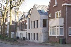 Stadsvilla met 'geschipperde' gevel. Aan de stadsgracht in het centrum van Zwolle heeft Tim Versteegh Architect opvallende nieuwbouw in een historische context ingepast.