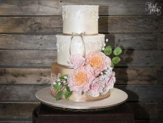 Vintage floral wedding cake by Cakes of Wanaka   Vintage wedding inspiration   Behind the scenes shoot by Fluidphoto   www.borrowedandblue.kiwi