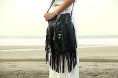 黒革バッグ、革フリンジ バッグ、自由奔放に生きるバッグ、自由奔放なジプシー バッグ