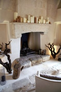 Fire place with decoration at Masseria Le Fabriche decor ideas warm tones Inglenook Fireplace, Fireplace Design, Fireplaces, Stair Shelves, Style Rustique, Warm Home Decor, Rustic Home Design, Country Interior, Farmhouse Kitchen Decor