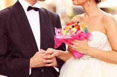[부케와 신혼여행, 웨딩카의 유래] 결혼식에서 빠질 수 없는 것이 신부가 든 부케입니다, 그리고 결혼을 축하하는 풍습에서 빠질 수 없는 것이 신혼여행과 웨딩카입니다. 그 유래를 알아보았습니다. 링크를 통해 봉리브르 블로그로 이동하시면 좀더 상세한 글을 읽으실 수 있습니다.