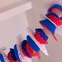 Partycraft Secrets: Patriotic Garlands - string cupcake liners and doileys together for a fast fun decoration! Patriotic Wreath, 4th Of July Wreath, 4th Of July Party, Fourth Of July, Cupcake Wars, Cupcake Liners, Cupcake Decorating Party, Paper Crafts, Diy Crafts