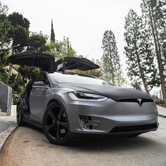 Tesla Grey Eagle ready for flight Tesla Roadster, My Dream Car, Dream Cars, Tesla Electric Car, Electric Cars, Car Brands Logos, Tesla Model X, Tesla Motors, Best Luxury Cars