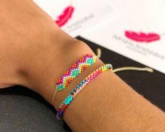 SQU Loom Bracelet Patterns, Bead Loom Bracelets, Bracelet Crafts, Beaded Jewelry Patterns, Friendship Bracelet Patterns, Bracelet Designs, Friendship Bracelets, Handmade Beads, Handmade Bracelets