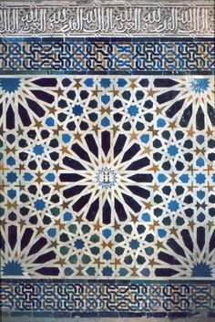 Image SPA 1917 featuring decorated area from the Alhambra, in Granada, Spain, showing Geometric Pattern and Calligraphy using ceramic tiles, mosaic or pottery and stucco or plasterwork. Tile Patterns, Pattern Art, Textures Patterns, Islamic Art Pattern, Arabic Pattern, Arabic Design, Arabic Art, Motif Oriental, Islamic Tiles