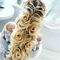 Wedding hairstyle, her hair looks like flowers! Braided Bun Hairstyles, Unique Hairstyles, Bride Hairstyles, Pretty Hairstyles, Hair Updo, Rose Hairstyle, Curly Hair, Funny Hairstyles, Braided Buns