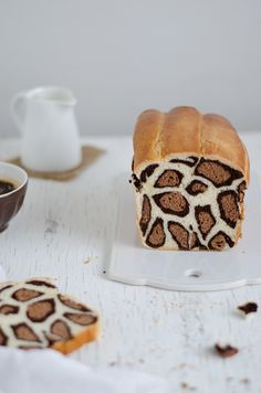 Vanilla and cocoa leopard milk bread. Such fun bread recipes! Cake Zebré, Love Food, Nutella, Cravings, Sweet Tooth, Sweet Treats, Cooking Recipes, Cooking Fish, Yummy Food