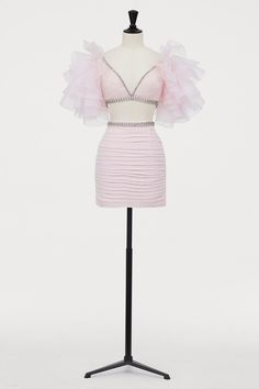 Giambattista Valli Short Ruffled Top, Powder pink, Ladies H&M Idea for DIY top - take a blouse with a good neckline, line it with rhinestones, add tulle as sleeves. Kpop Fashion Outfits, Stage Outfits, Diy Fashion, Womens Fashion, Fashion Design, Fashion Photo, Chiffon Skirt, Draped Skirt, Silk Chiffon