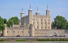 Tower of London, Greater London, England.   ►►http://www.castlesworldwide.net/castles-of-england/greater-london/tower-of-london.html?i=p