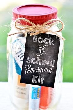 Create a mason jar emergency kit for teachers with this free printable gift tag!