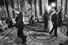 Pierre Elliott Trudeau, doing a pirouette behind Queen Elizabeth II, May This was hilarious for the Prime Minister of Canada to be doing but he got a lot of flack for it! Commonwealth, Iconic Photos, Legendary Pictures, Amazing Pictures, Canadian History, O Canada, Justin Trudeau, Pm Trudeau, Artwork Display