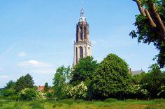 De bouw van de Cuneratoren tussen 1492 en 1531, tijdens het bewind van David van Bourgondië,  is gefinancierd door het geld van al de pelgrims.  De elegante toren is verwant met de Domtoren in Utrecht en de Onze Lieve Vrouwetoren in Amersfoort. Naar de 84 meter hoge top voeren 298 treden. Bij helder weer is de 'moedertoren' in Utrecht te zien. De laatgotische Cunerakerk stamt zelf uit de 11e eeuw.