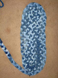-^^- FREE TUTORIAL --- on how to braid a rag rug from strips of Jeans