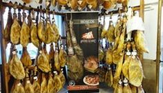 De Spaanse delicatessen en hammen zijn uitermate geschikt om ook thuis te genieten van de Andalusische cultuur.  Shop Andalucia is 'the place to be' - FemNa40