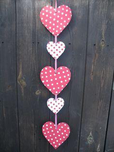décoration St Valentin en guirlande de cœurs à pois DIY