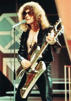"Ian Hunter of Mott The Hoople: ""We didn't need make-up, just give us the spotlight"" - Classic Rock 70s Glam Rock, Glam Rock Bands, Music Pics, Music Photo, Music Pictures, Music Music, Music Stuff, All The Young Dudes, Ian Hunter"