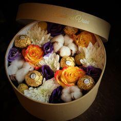 Nu-i aşa ca asta îşi doreşte ea? Vegetable Bouquet, Advent, Flower Boxes, Wedding Designs, Beautiful Flowers, Mickey Mouse, Floral Design, Roses, Gifts