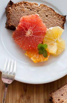El queque de lúcuma no es muy común, pero debiera serlo, delicioso, húmedo y con un delicioso sabor a lúcuma en cada bocado.