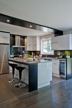Modern Kitchen Interiors, Kitchen Decor, Home Decor Kitchen, Small Kitchen Decor, Kitchen Furniture Design, Kitchen Remodel Small, Door Design Interior, Kitchen Remodel, Interior Design Kitchen Small