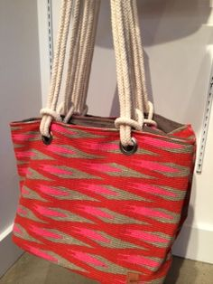 Impeccable Pig Beach Tote : love the colors