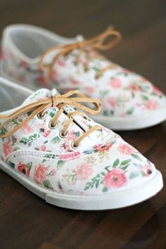 These DIY Floral Sneakers came together in no time, and were so easy to make, thanks to printable iron transfer paper. Just iron it on, add some new laces, and you have the perfect spring shoes! White Canvas Shoes, White Shoes, White Vans, On Shoes, Baby Shoes, Shoes Style, Shoe Makeover, Floral Sneakers, Floral Shoes