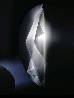 Acheter Ingo Maurer Delight W Blanc de Frans van Nieuwenborg Lighting Concepts, Lighting Design, Light Art, Lamp Light, Johnny B, Chandeliers, Ingo Maurer, Can Lights, Lighting System